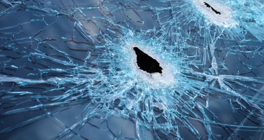 windshield cracking