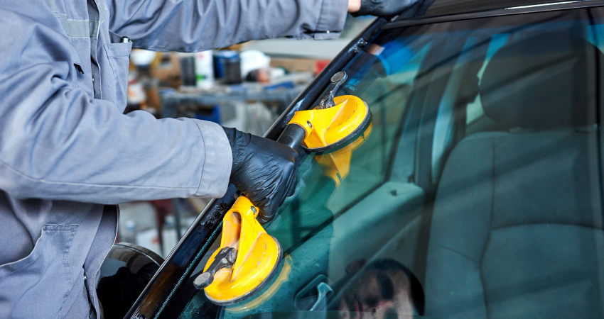 Windshield Repair Or Windshield Replacement?
